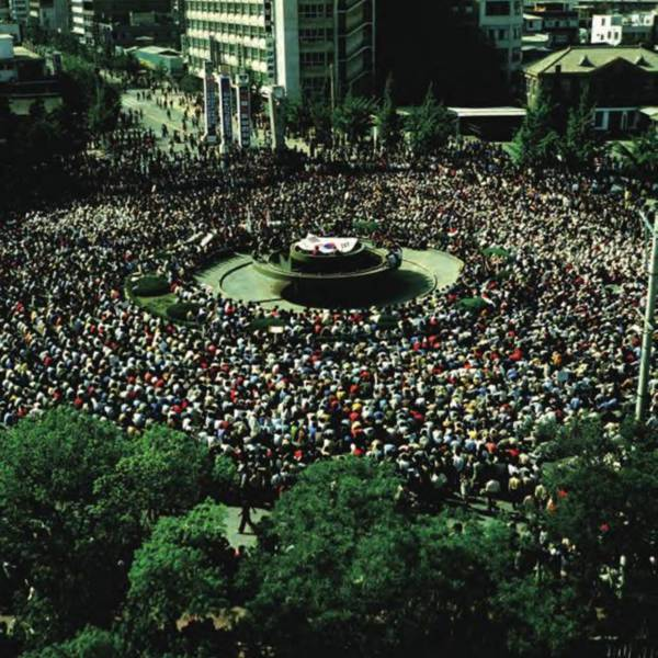 Peaceful rally at the Municipal Square during the May 18th Democratic Uprising in Gwangju <br />